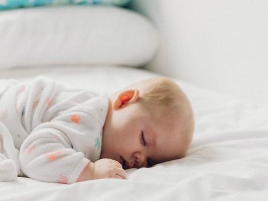 Tu bebé puede estar en peligro si lo duermes en este lugar