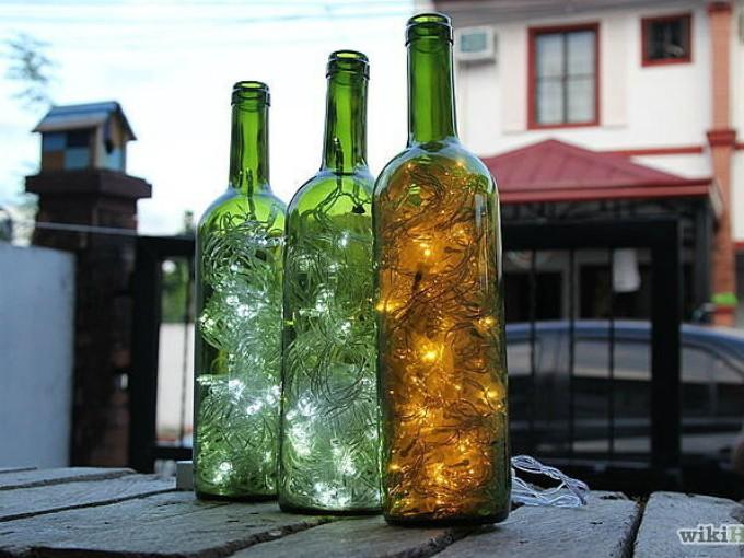 Botellas: Esta es de mis ideas favoritas, sirven como lámparas y dan un toque romántico, como si fueran luciérnagas atrapadas.