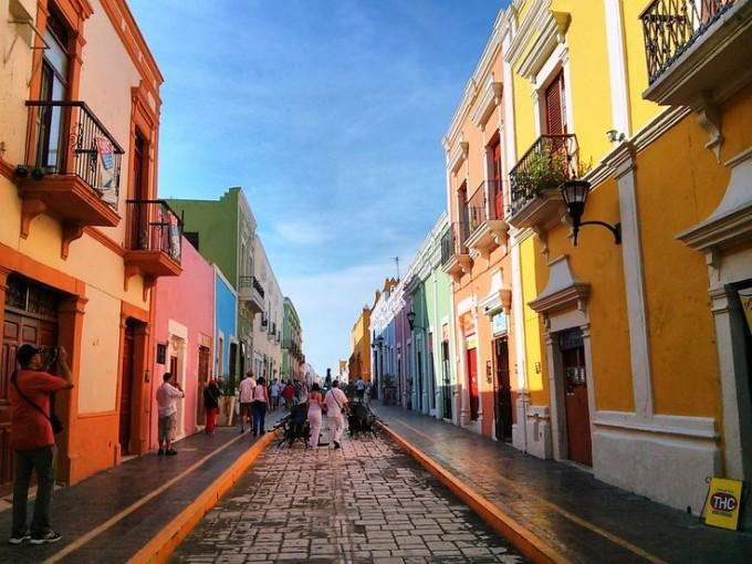 Campeche, Campeche. ¿Qué tal si disfrutas de una buena caminata con un helado en mano? El clima se presta para esta.
