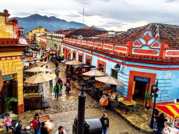 San Cristóbal de las Casas, Chiapas. De mis favoritas, esta ciudad a pesar de lo fría que pueda resultar por su ubicación, esta llena de magia y diversidad cultural.
