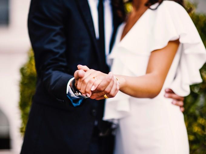 Al casarse, los hombres mejoran ¡su edad mental!