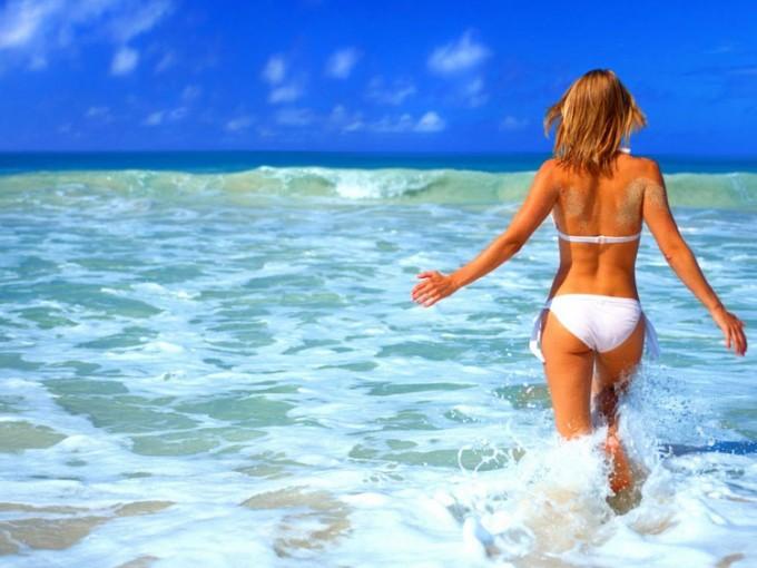 Ve a la playa que te quede más cerca.