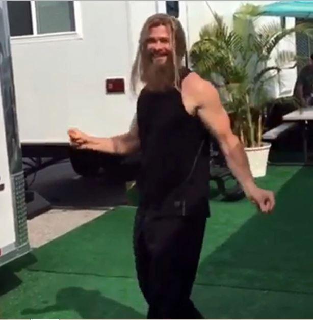 Thor bailando