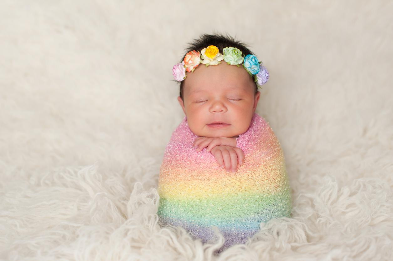 Un bebé arcoíris es luz