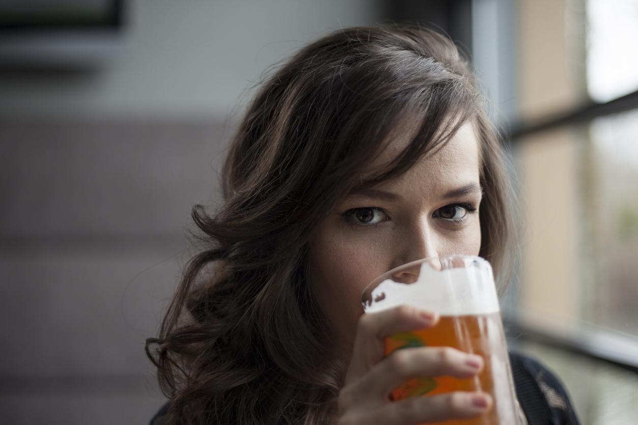Beber cerveza es bueno contra las arrugas