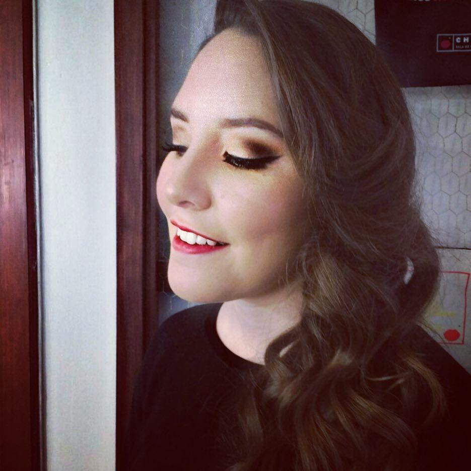 mujer maquillaje de noche