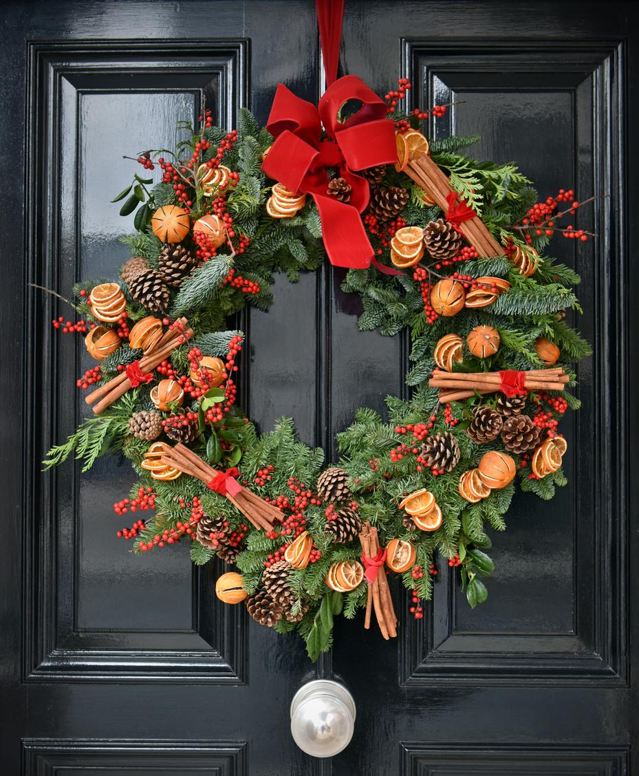 Qué significa la corona de Navidad en la puerta