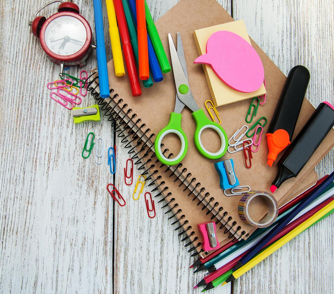 Cuadernos y lápices son indispensables en la lista de útiles