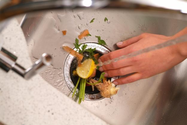 Como evitar que el fregadero de la cocina se tape me lo for Tritarifiuti lavandino