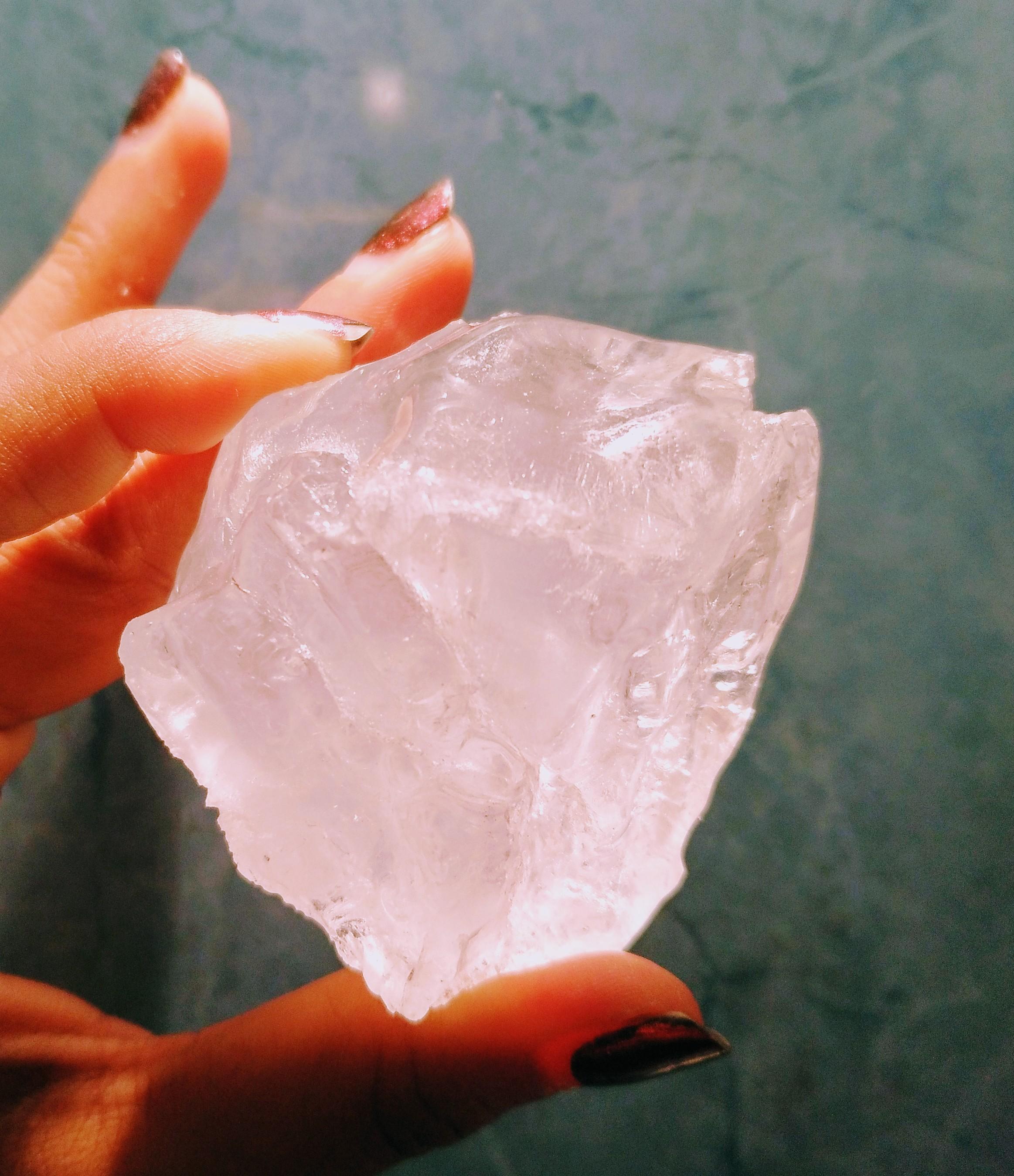 Así es la piedra de alumbre natural, ¡no está empacada en plástico!