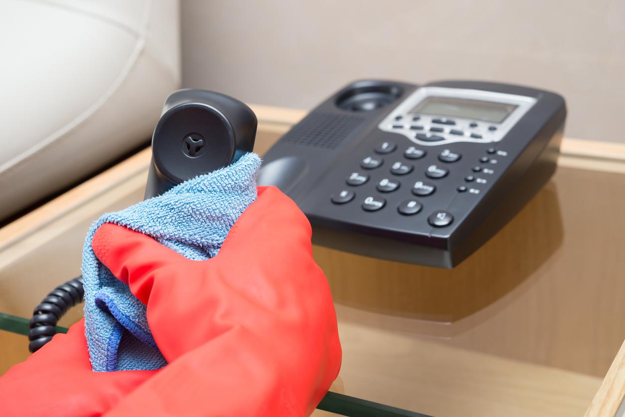 Mantén limpios y desinfectados objetos de la casa / Foto: iStock
