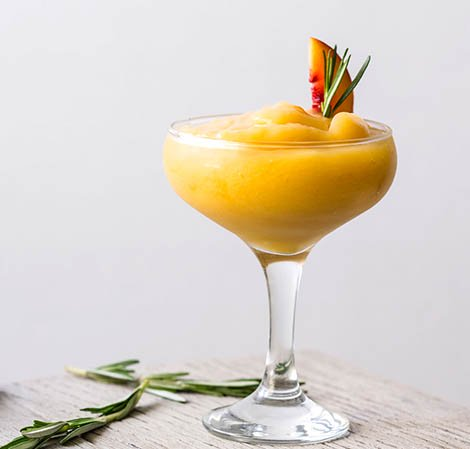 Margarita de durazno y romero