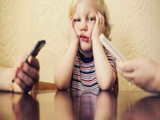 10 lugares donde jamás debes sacar tu celular