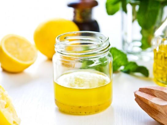 Una cucharadita de aceite de oliva y limón en ayunas para quemar la grasa