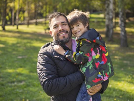 Cuanto más demora el hombre en ser padre, el hijo será más inteligente