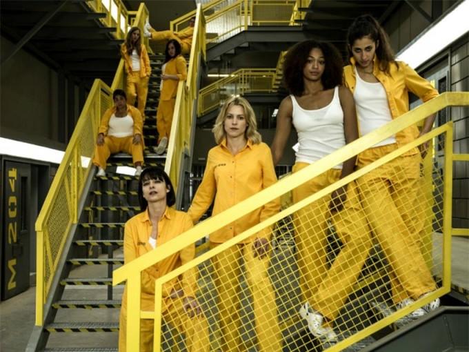 La serie vuelve tras la frustrada huida de Altagracia, Saray y Zulema, y el motín capitaneado por Sole, Rizos y Tere al final de la tercera temporada.