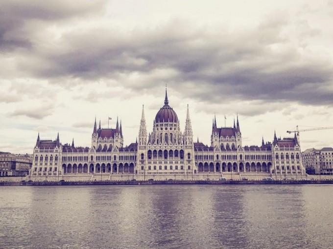 Budapest, Hungría, ofrece cultura, parques increíbles, vegetación, y una atmósfera de estudiante universitario gracias a la variedad de escuelas que hay.