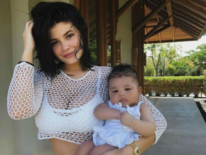 Stormi Webster. Kylie Jenner mantuvo muy en secreto su embarazo, pero cuando llegó al mundo el 1 de febrero, no dudó en compartir la noticia. Foto: Instagram/kyliejenner