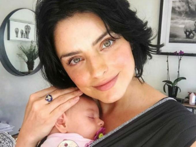 Kailani Ochmann Derbez. El 25 de febrero de 2018, Aislinn Derbez y Mauricio Ochmann le dieron la bienvenida a su primera hija: la hermosa Kalani, quien conquistó a los fans de la pareja. Foto: Instagram/aislinnderbez