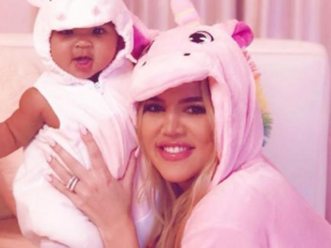 True Thompson. La hija de Khloé Kardashian y Tristan Thompson nació en medio de un escándalo el 12 de abril del 2018, pero eso no fue impedimento para que Khloé la llenara de cariño y mostrara hermosos momentos de ella en Instagram. Foto: Instagram/ khloekardashian