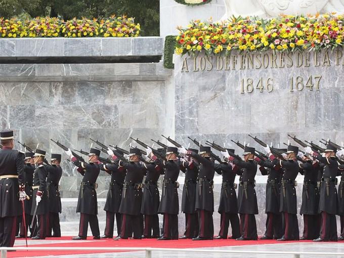 Nadie escatima en que sí fueron héroes porque no tenían que quedarse a luchar Foto: Wikimedia Commons