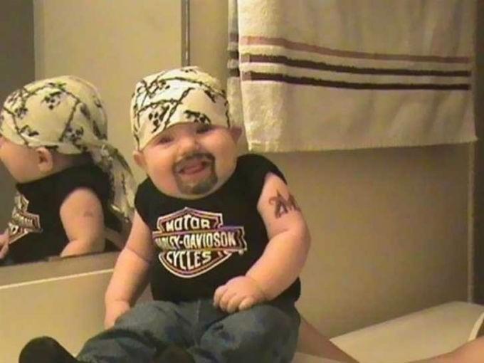 Bebé motoquero