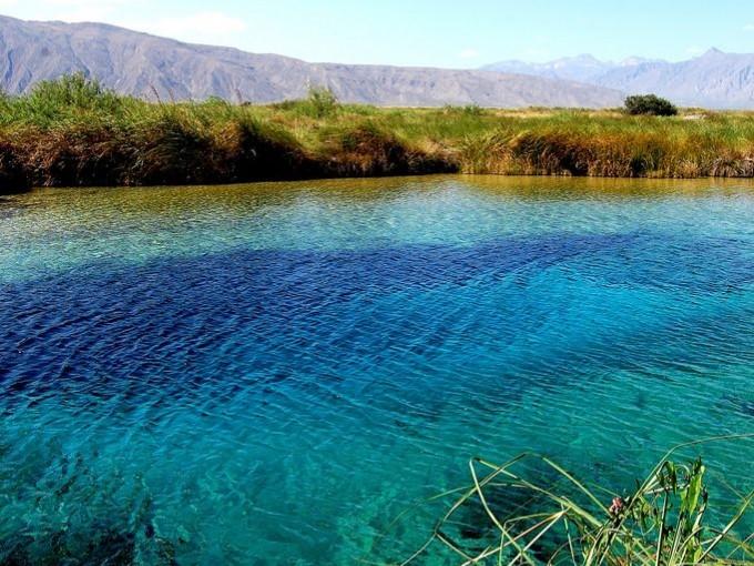 Cuatrociénegas, Coahuila. Este lugar me encanta, sus dunas blancas de yeso contrastan con sus estanques de agua azul. Un espectáculo al que tus ojos no podrán dar crédito. (Foto:Azul Almazan).