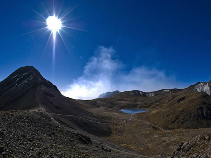 Nevado de Toluca. Este lugar me dejó sin palabras. Una bóveda de lava separa en este punto dos lagunas de agua dulce. (Foto: Eneas de Troyer).