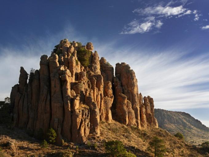 Sierra de órganos, Zacatecas. El lugar le hace honor a su nombre. El desgaste de las piedras te hace imaginarte un órgano musical que te invita a escalarlo. (Foto: Brian Overcast)