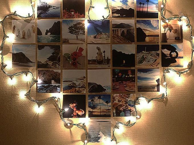 Marcos: ¿Tienes un collage de fotos? Colocar las luces de navidad a su alrededor te ayudará a iluminarlo y usarlo como de lámpara.