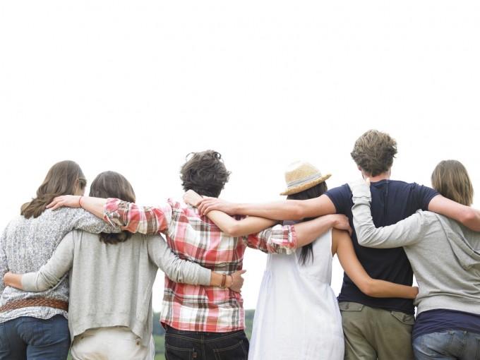 Quienes reciben abrazos y contacto físico cariñoso mejoran su atención y comunicación.