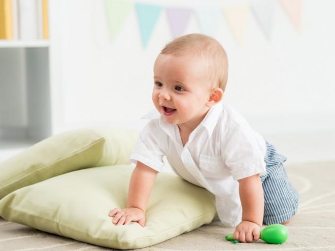 No a todos los bebés les gusta gatear, algunos aprenden directo a caminar, pero los beneficios de esta etapa son muchos. Por eso es importante que lo encamines.