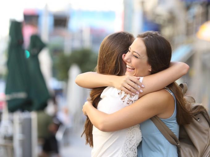 Podemos dar alivio (y sentirlo) con un abrazo.