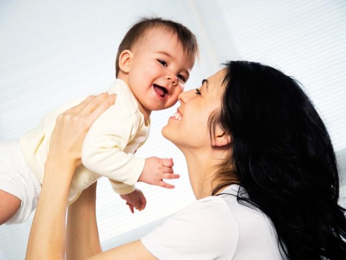 Si te encuentras en los 30 años y vas a tener bebé, felicidades, será más inteligente.
