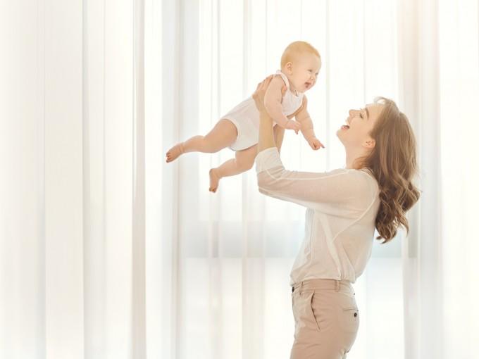 Las mujeres que son mamás después de los 30 años tienen bebés más inteligentes, al menos es lo que dice una investigación realizada en Londres.