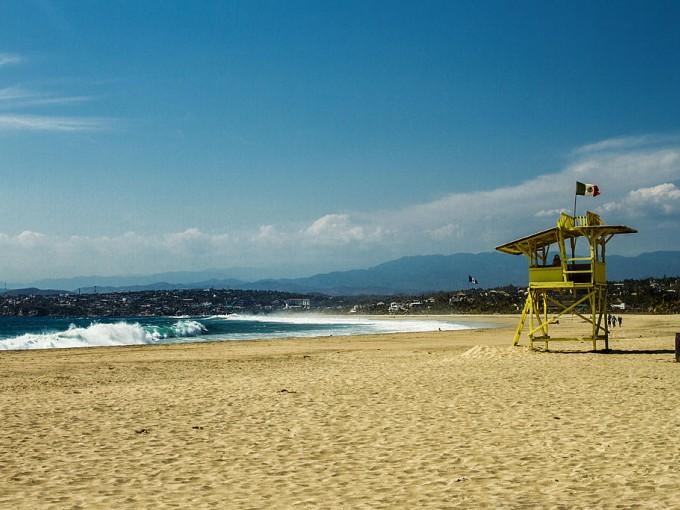 Playa Zicatea es otra famosa entre los amantes de las olas pues llegan a medir más de 5 metros. Es de las más visitadas por los surfistas.  Foto: Wikipedia