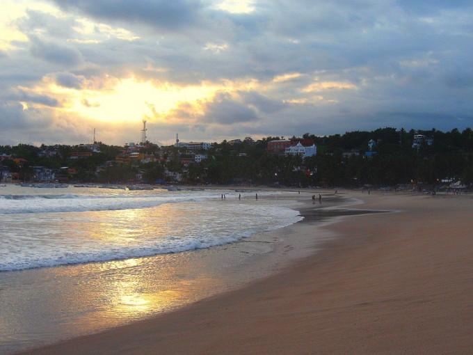 Las playas de Puerto Escondido son famosas por las olas ideales para la práctica del surf. Foto:  Filckr