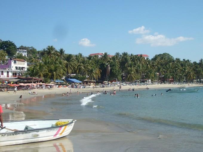 La Playa Principal es de mis favoritas. Tiene arena fina y aguas turquesas, el mar es tranquilo, ideal para practicar deportes náuticos y buceo. Foto: Wikimedia
