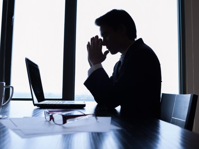 Con un jefe indeciso puedes tratar de hacerle ver los pros y contras de lo que está por ejecutar o analizando.
