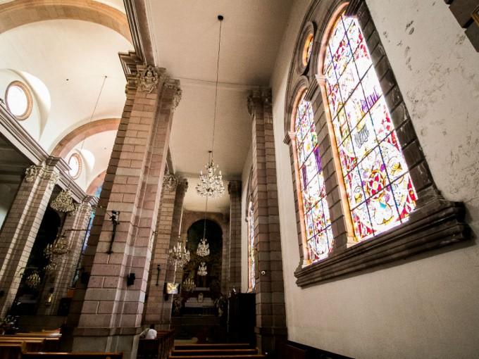 Que dicho sea de paso es muy bella por dentro y por fuera. Ah, y cuentan que en la Capilla de Santa María está el Cristo Negro que es muy milagroso.