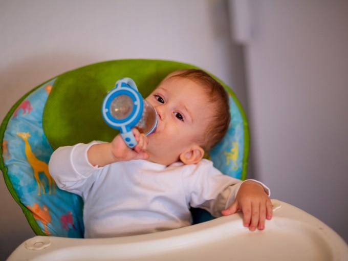 Es azúcar desmineraliza,  es adictivo y además está asociado directamente con la obesidad infantil.