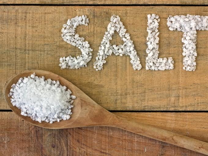 Los pediatras recomiendan evitar que los bebés consuman sal debido a que sus riñones están en pleno proceso de maduración.