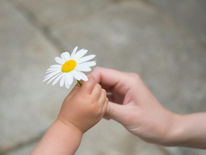 Enseña a tus hijos a decir gracias, por favor y buenos días. Fotos: iStock