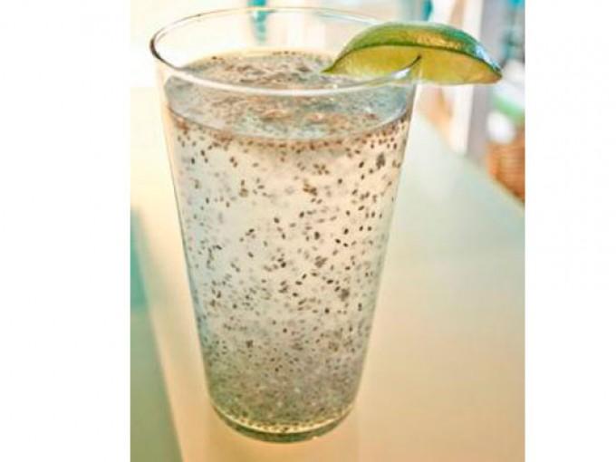 Agua con semillas de chía y limón