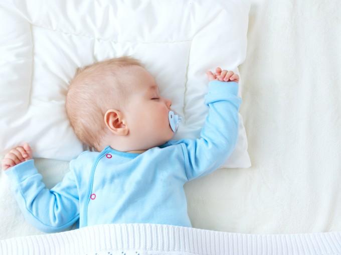 b3d5e1f05 Debes o no darle chupón a tu recién nacido