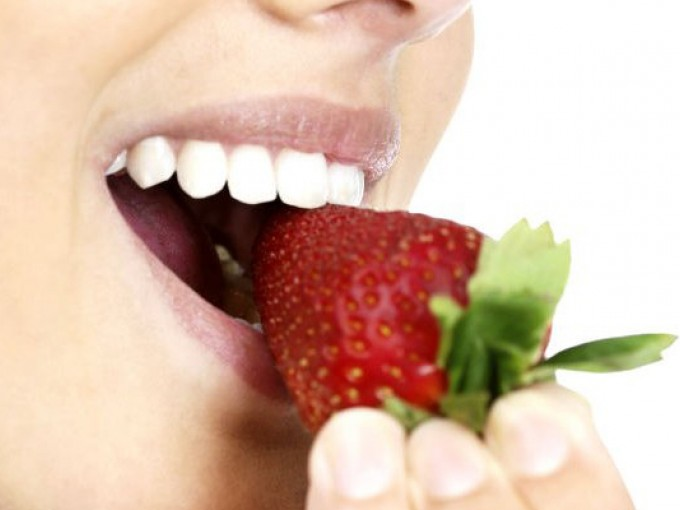 Blanquea tus dientes  con estos remedios naturales