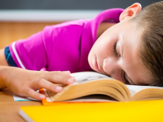 Dormir poco genera mayores niveles de estrés en los niños Foto: iStock