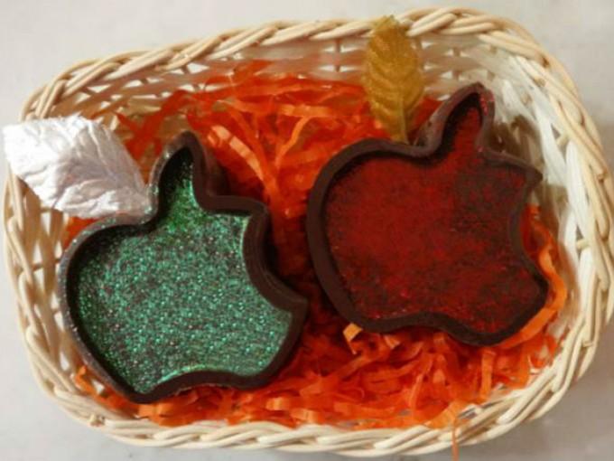 Dulce de almendra en forma de manzanas
