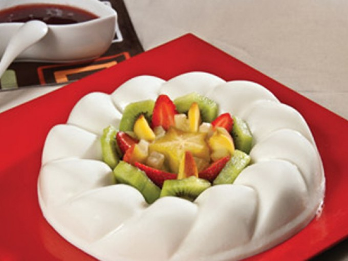 receta de gelatina de yogurt natural con salsa de fresa
