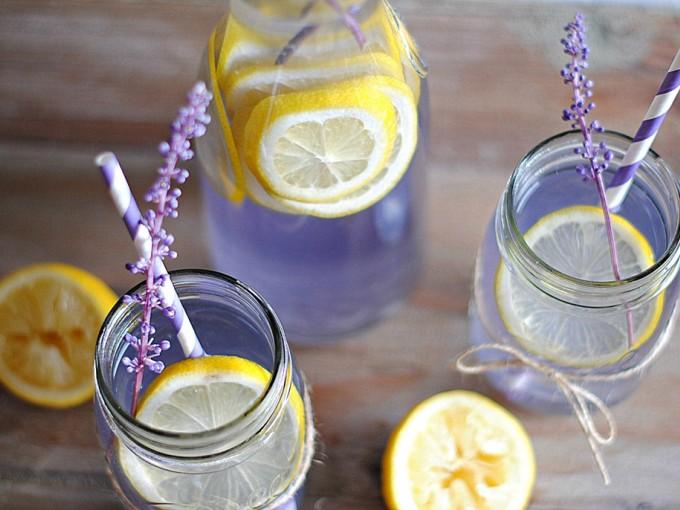 Esta limonada de lavanda te ayudará a ¡relajarte!